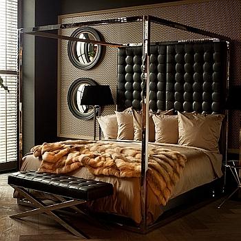Rijen sierkussens op een bed geven uw slaapkamer een hotel uitstraling